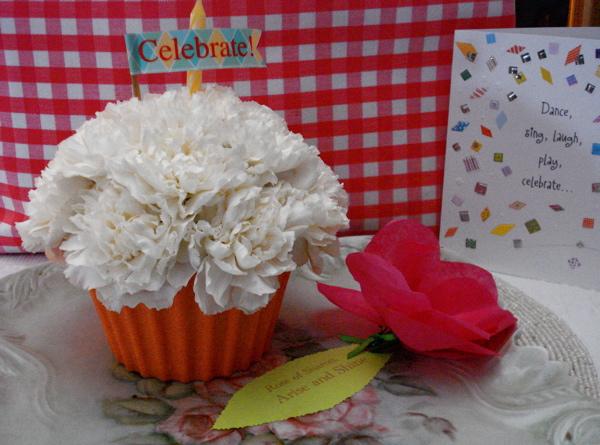 F flower cupcake