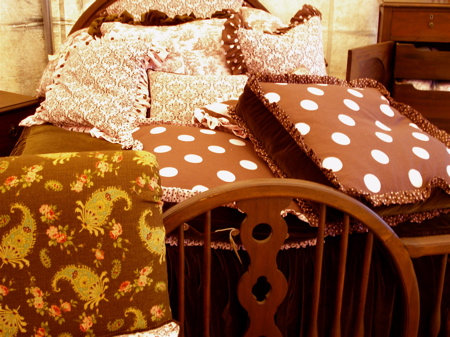 R pink and brown bed