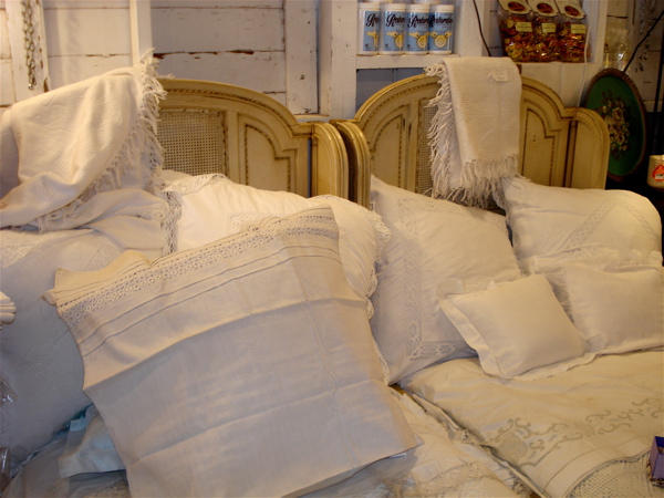 R white linens